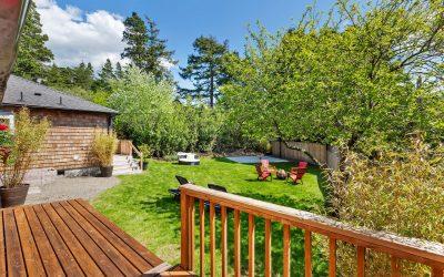 Single Level Manzanita Duplex + Spacious Backyard!